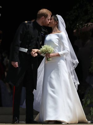 Uite ce aer de Hollywood a avut a doua rochie a lui Meghan Markle. Poarta semnatura unei case de moda celebre.
