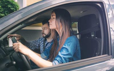 Femeile sunt mai atente la volan decât bărbaţii?
