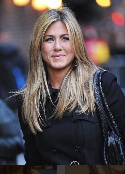 Are 49 de ani, dar arata mai bine decat multe tinere de 20! Jennifer Aniston a dezvaluit cu ce isi trateaza ridurile! Foloseste o crema care costa doar 5 lei