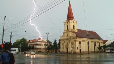 Fenomene meteo extreme! Jumatate de tara este sub cod galben de ploi si furtuni si cod portocaliu de inundatii
