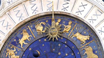 Horoscop zilnic - 15 ianuarie: Sagetatorii renunta la ceva drag din viata lor