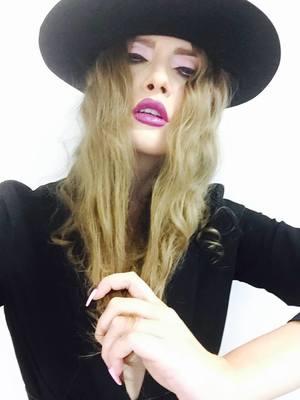 VIDEO EXCLUSIV | Iulia Albu - WOW sau BAU-BAU: Cum sa porti manusile cu stil!