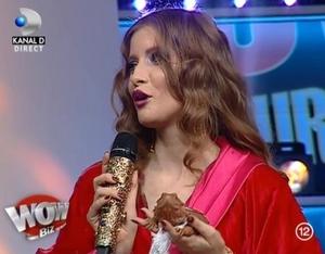 "VIDEO Iulia Albu critica tinutele vedetelor: ""Are un aer imputit!"" Vezi cine a luat premiul WOW si cine s-a ales cu BAU"