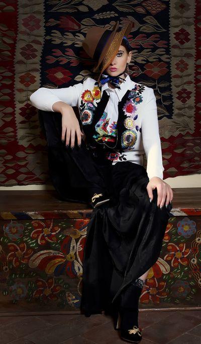 VIDEO EXCLUSIV | Iulia Albu - WOW sau BAU-BAU: Cum purtam costumul barbatesc!