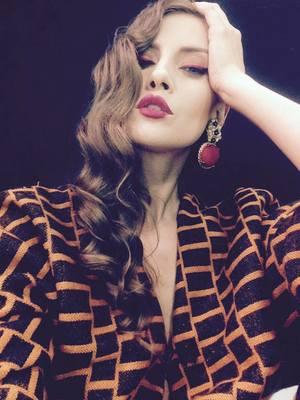 VIDEO EXCLUSIV | Iulia Albu - WOW sau BAU-BAU: Cum purtam rochia de mireasa cu stil!