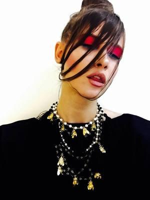 VIDEO EXCLUSIV | Iulia Albu - WOW sau BAU-BAU: Cum sa porti rochia argintie
