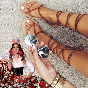 VIDEO EXCLUSIV | Iulia Albu - WOW sau BAU-BAU: Cum sa porti sandalele gladiator!