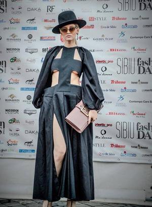 VIDEO! Iulia Albu - WOW sau Bau-Bau pe Kfetele.ro: Cum sa porti micuta rochie neagra