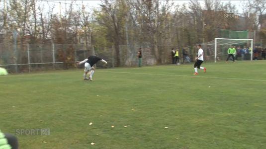 VIDEO | Dan Petrescu şi staff-ul său i-au provocat pe suporteri la un meci. Mara a încercat o rabona, dar era să se accidenteze :)