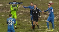 VIDEO | Cea mai ciudată fază a sezonului în Liga 1. Nikolic cade, Găman face semn că n-a fost nimic, dar după 34 de secunde acordă penalty