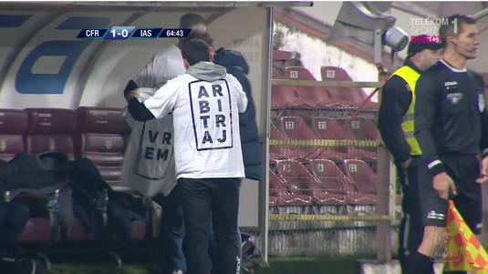 VIDEO INCREDIBIL | Protest unic în Liga 1! Ieşenii şi-au pus tricouri personalizate după golul marcat de CFR. Ce scria pe ele şi ce s-a întâmplat