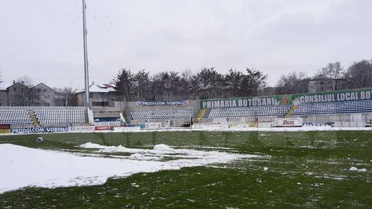 Pe FCSB o aşteaptă un meci infernal la Botoşani. După o noapte întreagă de ploi, dimineaţă s-a aşternut zăpada peste stadion