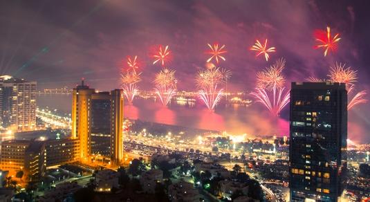"""Petrecere """"roş-albastră"""" în Abu Dhabi. Reghecampf a chemat 7 stelişti să petreacă alături de el Revelionul!"""