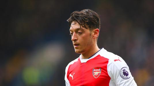 Negocieri la sânge! Mesut Ozil vrea tricoul lui Wilshere pentru a continua pe Emirates!