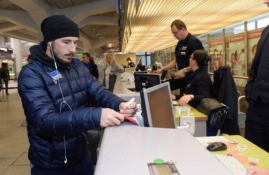 Jucătorii şi stafful tehnic de la Hertha, blocaţi în aeroportul din Berlin! Plecarea spre Bilbao, amânată cu câteva ore din cauza unor defecţiuni