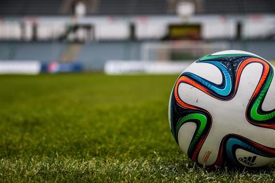 Un fotbalist de 16 ani a decedat după ce s-a prăbuşit pe teren, în Irlanda