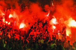 Incidente la derby-ul Partizan - Steaua Roşie Belgrad. Mai mulţi suporteri ai echipei Partizan au fost răniţi