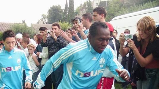 Imagini teribile cu un fost star de la Marseille! A pierdut toţi banii câştigaţi şi a înnebunit! Acum e de nerecunoscut