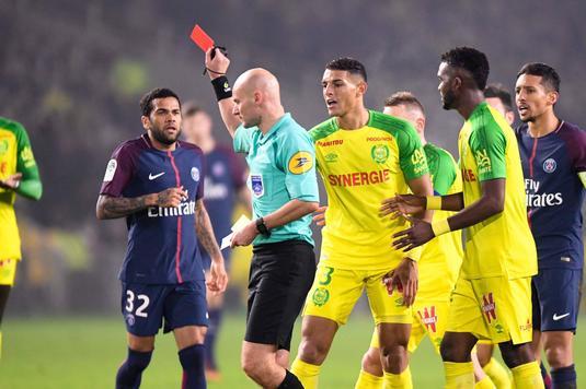 """Arbitrul meciului Nantes - PSG şi-a cerut scuze pentru un gest """"nepotrivit"""""""