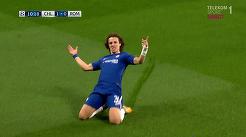 VIDEO | BOOM! Ce TORPILĂ prinde David Luiz. Kolarov şi Dzeko îl copiază. Meci NEBUN la Londra!