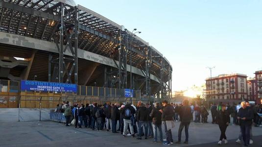 VIDEO | Decizie de ultimă oră luată de organizatori! Accesoriul vestimentar cu care fanii nu au fost lăsaţi să intre la Napoli-City