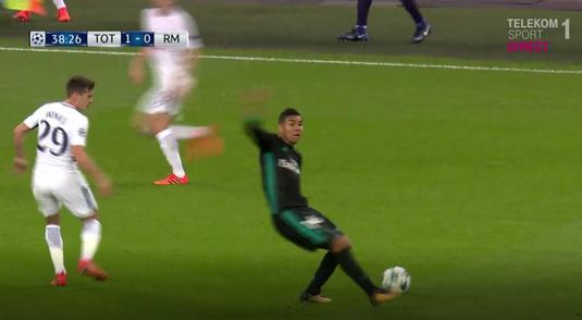 VIDEO | Cea mai penibilă simulare a săptămânii! Casemiro, lovit de un glonţ fantomă în meciul cu Tottenham :)