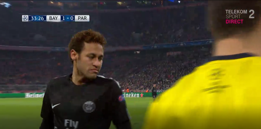 """VIDEO   Neymar, """"bombardat"""" cu suluri de bani aruncate de fanii lui Bayern. Cum a reacţionat brazilianul"""