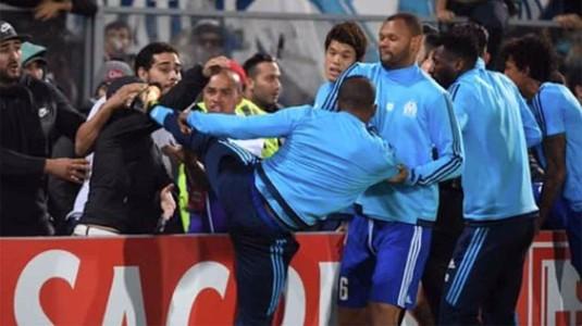 Zi neagră pentru Patrice Evra! Decizie drastică luată de UEFA, apoi dat afară de Marseille după ce a lovit un fan