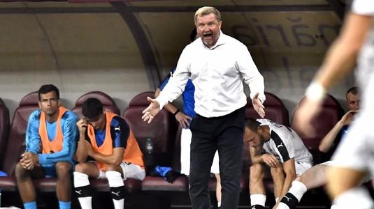 """VIDEO   Momente amuzante. Antrenorul lui Plzen a făcut tumbe în faţa galeriei: """"Am învins o echipă peste medie în Europa"""""""