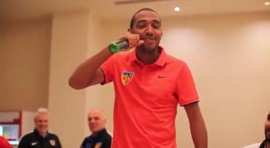 VIDEO | Dezastru total! :) De Amorim a fost pus să cânte în faţa jucătorilor de la Kayserispor. Ce a ieşit