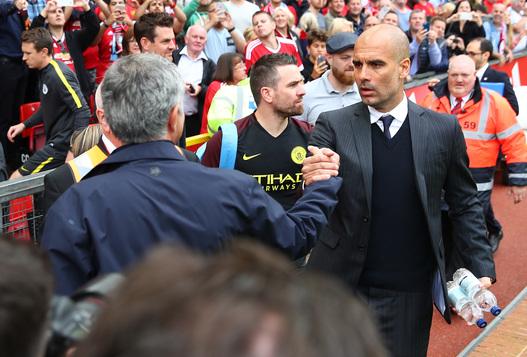 """Mourinho vs Guardiola, un meci fără sfârşit: """"A avut portarul Angliei, nu i-a plăcut! A cumpărat portarul Barcelonei, nu i-a plăcut!"""" Cum e ironizat Pep"""