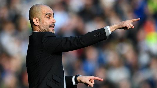 FOTO | Cea mai tare imagine de pe stadioane în acest weekend! Pep Guardiola i-a dat indicaţii unui... copil de mingi