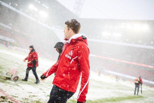FOTO | A venit iarna în Bundesliga! Startul meciului Koln - Freiburg a fost amânat cu o jumătate de oră
