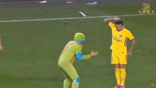 """VIDEO   """"Ţestoasele Ninja"""" au intrat pe teren la meciul lui PSG. Dani Alves a intrat rapid în joc. Imagini fabuloase"""