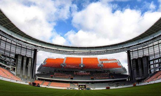 Stadionul din oraşul Ekaterinburg, cu tribunele sale improvizate, stârneşte comentarii