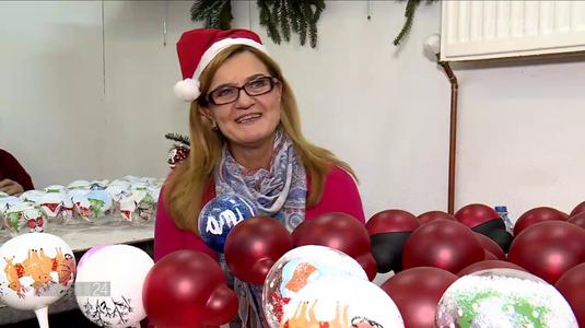 VIDEO EXCLUSIV   Elisabeta Lipă a făcut globuri la fabrica din Curtea de Argeş