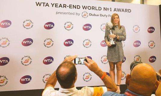 VIDEO | Momentul aşteptat de Halep de la începutul carierei! Simona a primit astăzi trofeul râvnit de toate jucătoarele din circuitul WTA
