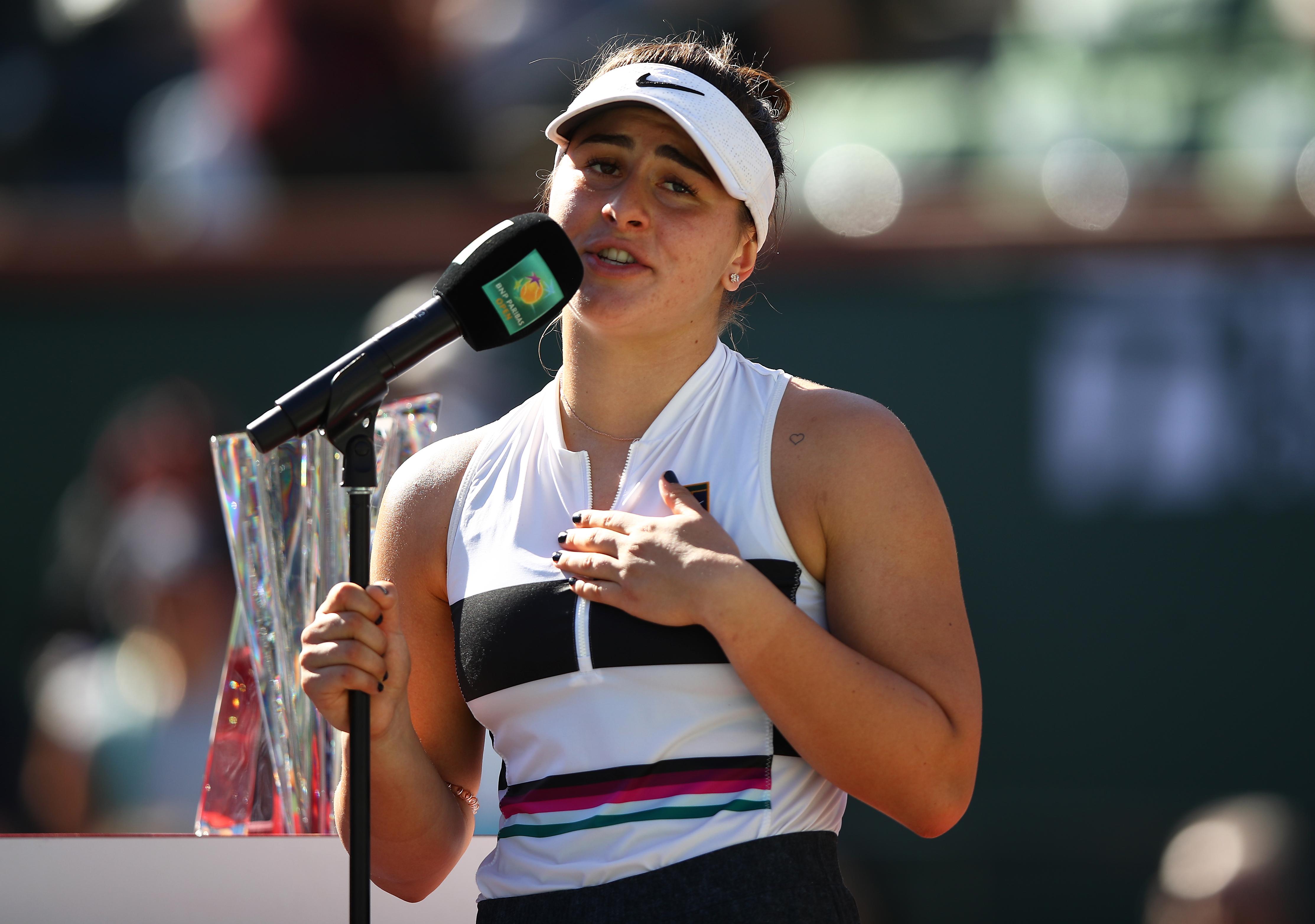 Nici Halep n-a făcut aşa ceva. Bianca Andreescu i-a surprins pe toţi şi le-a vorbit americanilor în română după trofeul de la Indian Wells