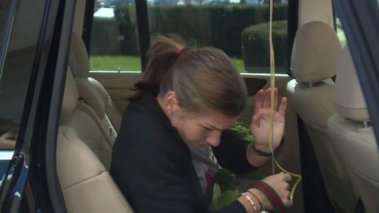 VIDEO EXCLUSIV | Momente de panică pentru Simona Halep! Ce a păţit liderul mondial când a urcat în maşină :)