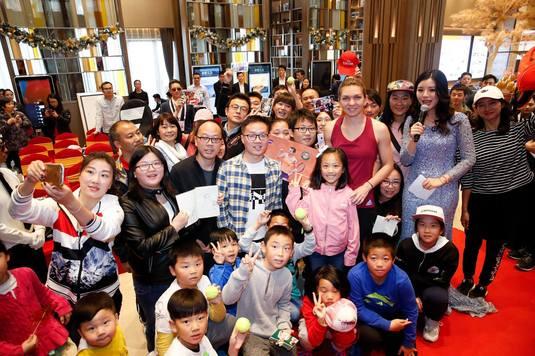 GALERIE FOTO I Zi plină pentru Simona Halep la Shenzhen! A învăţat să facă figurine din hârtie