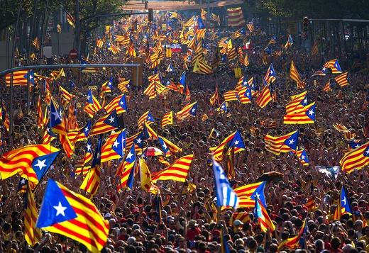 """Minute de linişte şi scandări de """"Libertate"""" la meciul de baschet Barcelona - Olympiacos, pentru liderii separatişti catalani"""