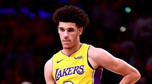VIDEO | Vedeta serii în NBA. Lonzo Ball, al doilea triple double din carieră