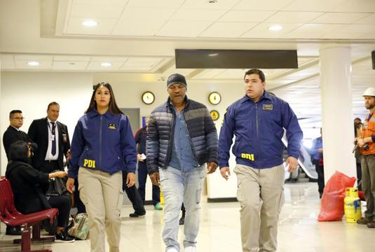 Tyson a fost blocat de poliţie pe aeroport şi expulzat de urgenţă! Incidentul a avut loc la intrarea în Chile