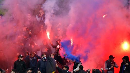 Incidente între fanii stelişti şi cei dinamovişti. 20 de persoane au ajuns la Poliţie