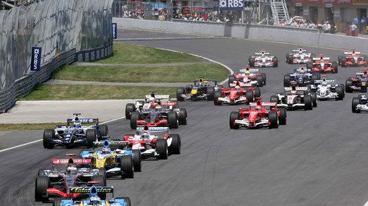 Echipa britanică de Formula 1 McLaren va renunţa la motoarele Honda pentru cele Renault