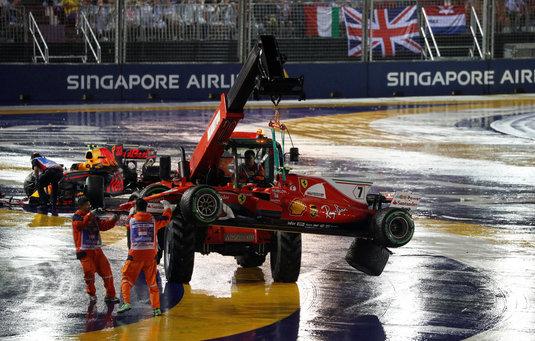 VIDEO | Imagini ireale în MP de Formula 1 din Singapore! Piloţii Ferrari, OUT din primul viraj