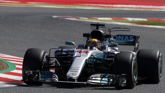 VIDEO | Hamilton câştigă în Japonia şi face un pas imens către titlu. Vettel a ABANDONAT!