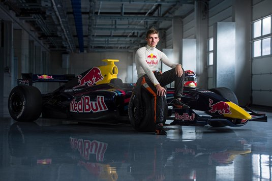 Un super pilot atacă şefii din Formula 1. Iau decizii stupide care ucid competiţia