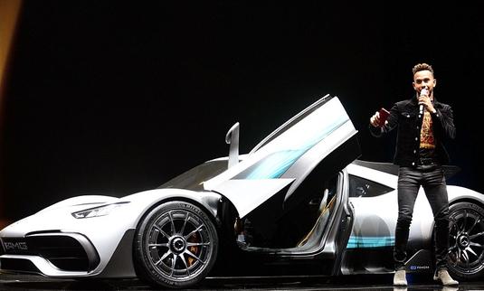 """Galerie FOTO. Hamilton a dezvăluit ultima """"rachetă"""" creată de Mercedes. Costă peste 2.000.000 de euro!"""