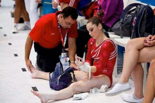 Fostul medic al echipei de gimnastică a SUA acuzat de agresiune sexuală a pledat vinovat